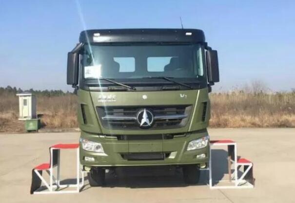 北奔中標陸軍30噸集裝箱運輸車項目