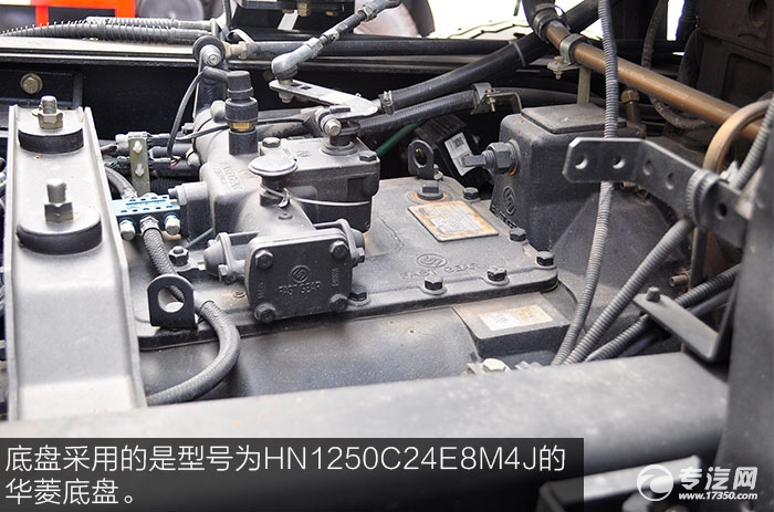 华菱汉马小三轴油罐车底盘