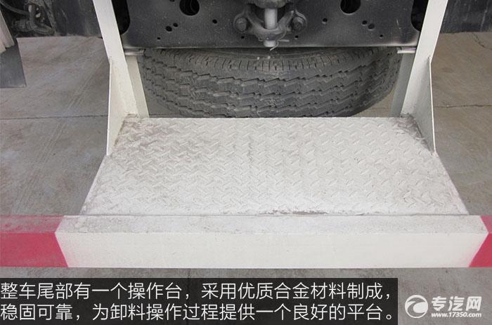 东风天龙散装饲料运输车站台
