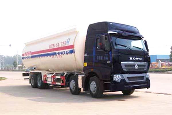 重汽豪沃前四后八国五34.66方低密度粉粒物料运输车