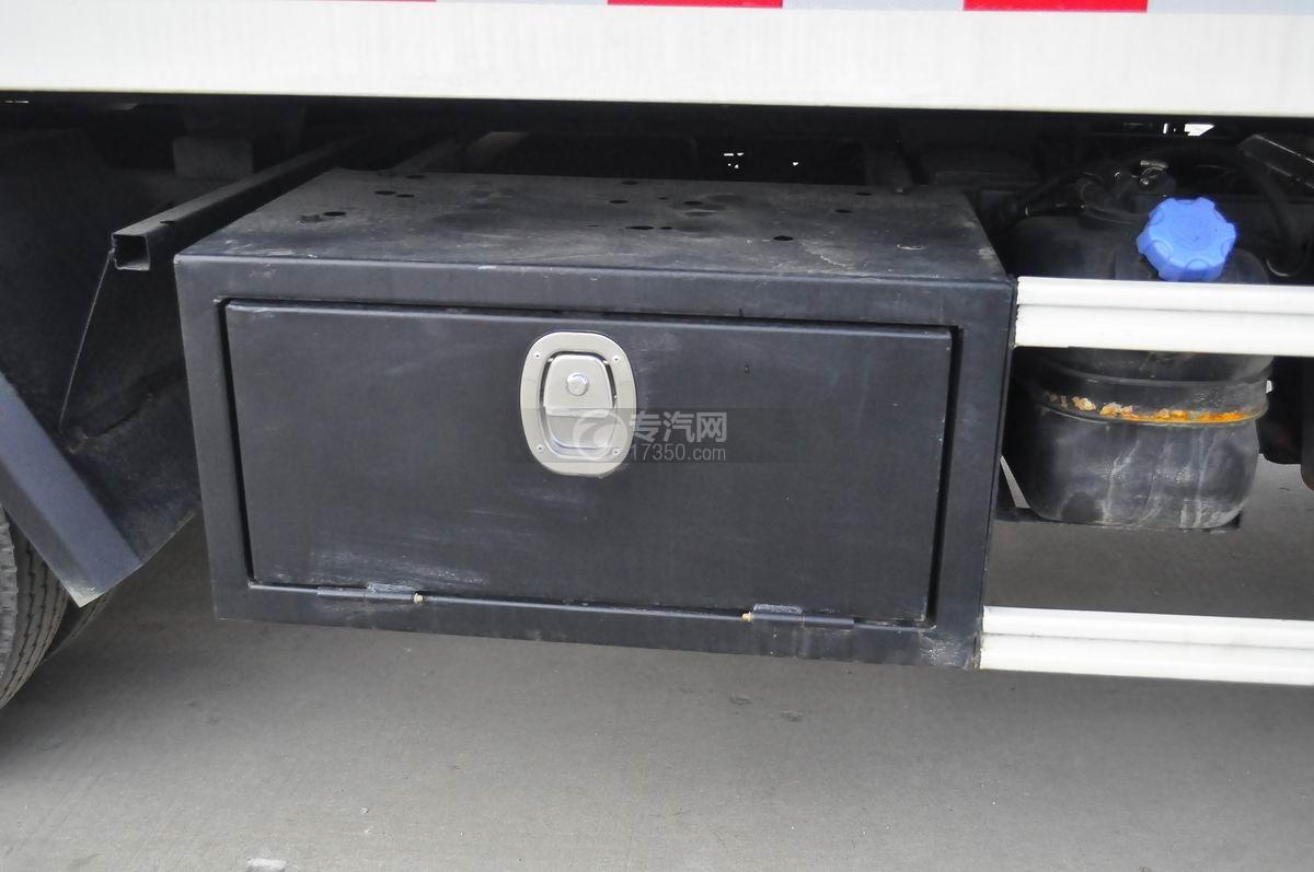 大运奥普力蓝牌一拖二平板清障车储物箱