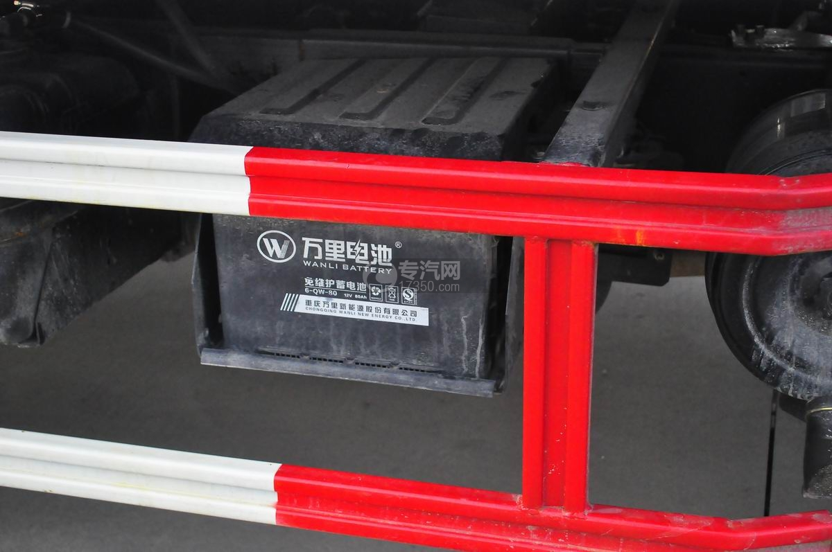 大运奥普力蓝牌一拖二平板清障车蓄电池