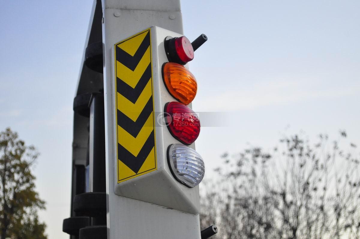 大运奥普力蓝牌一拖二平板清障车警示灯