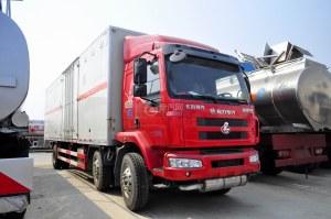 东风柳汽乘龙M3小三轴国五易燃气体厢式运输车图片