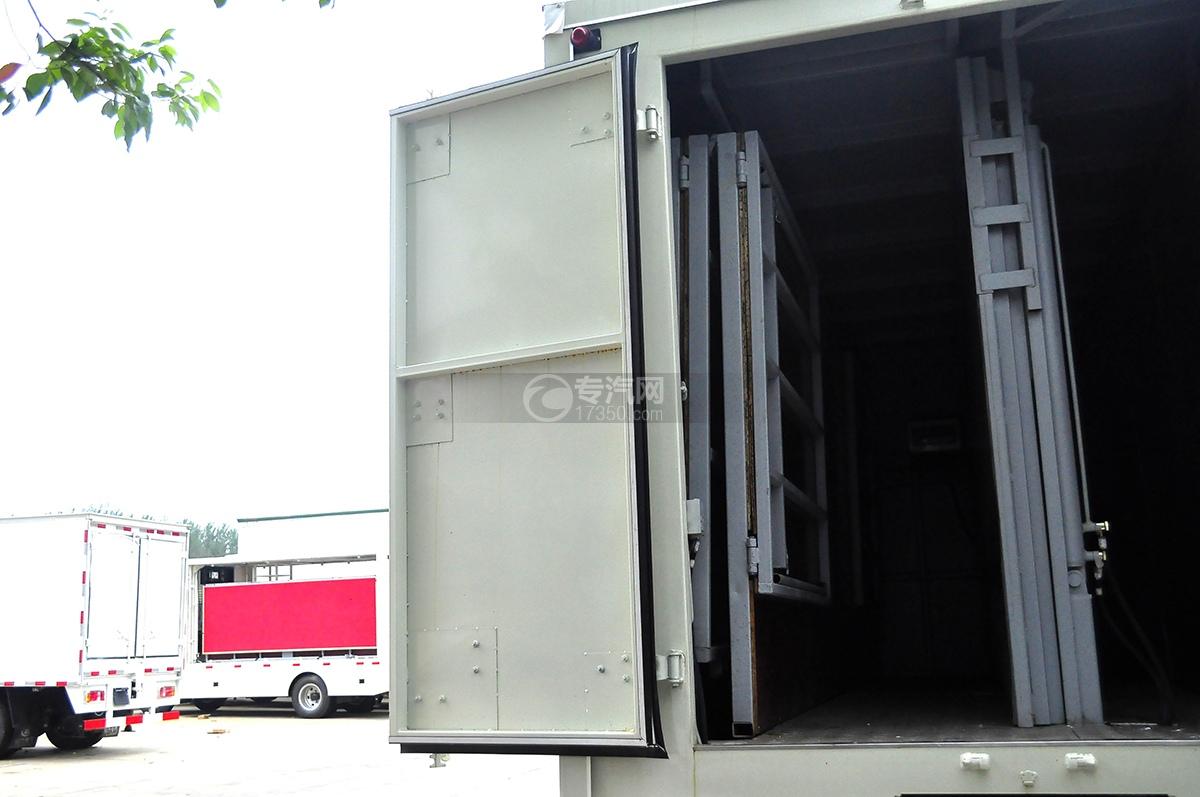 东风御虎国五天然气舞台车车门板1