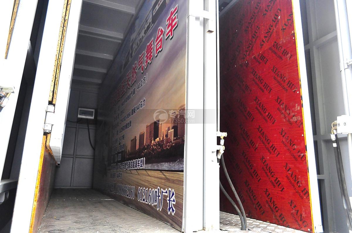 东风御虎国五天然气舞台车车门板3
