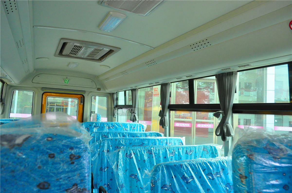 华策37座小学生幼儿园校车内部装饰1