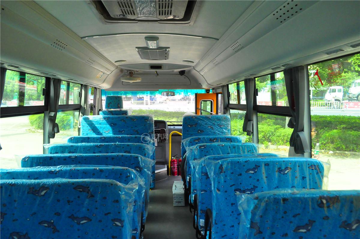 華策42座小學生專用校車內部裝飾2