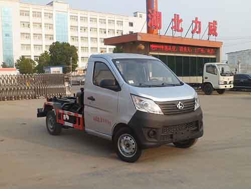 长安国五汽油车厢可卸式垃圾车