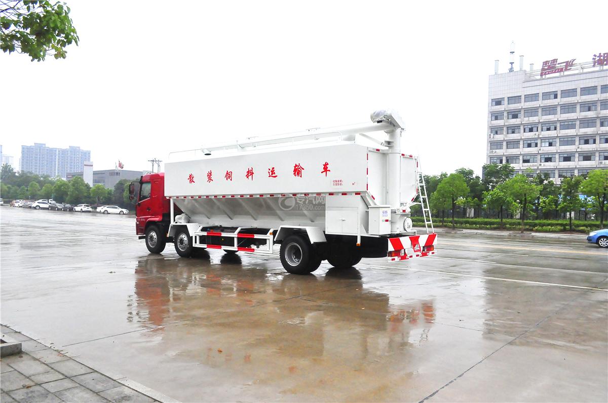 陕汽轩德X6散装饲料运输车右后方