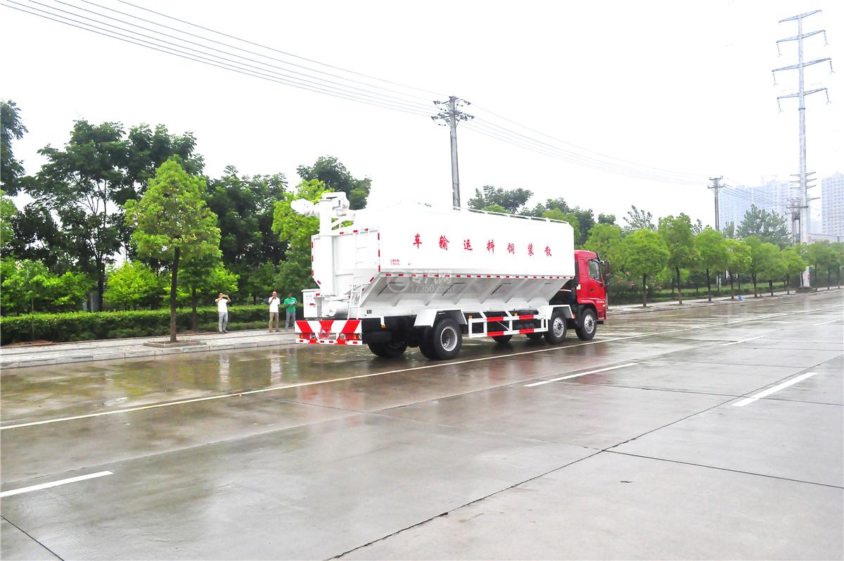 陕汽轩德X6散装饲料运输车左后方