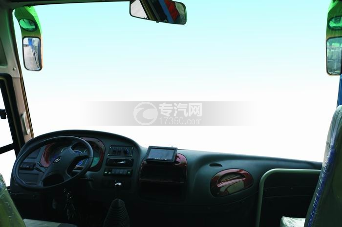 楚风国五33座7米5客车驾驶区域