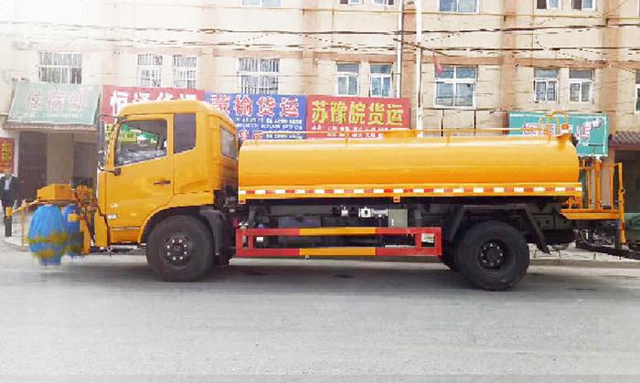 东风天锦7.5方护栏清洗车