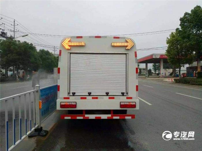 护栏清洗车后方位.jpg