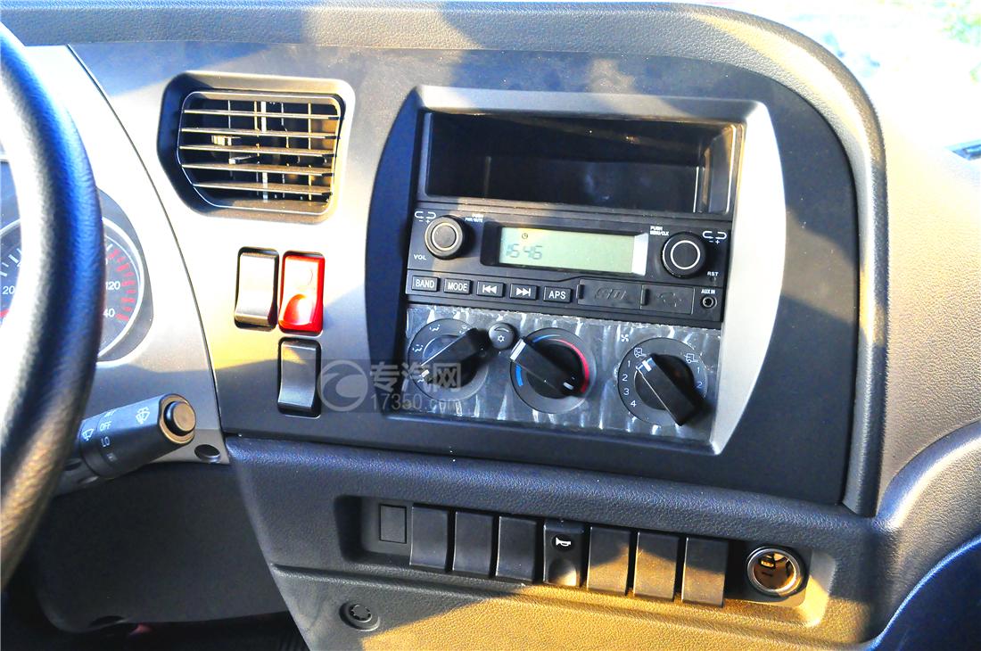 陕汽轩德X6平板运输车内部配置