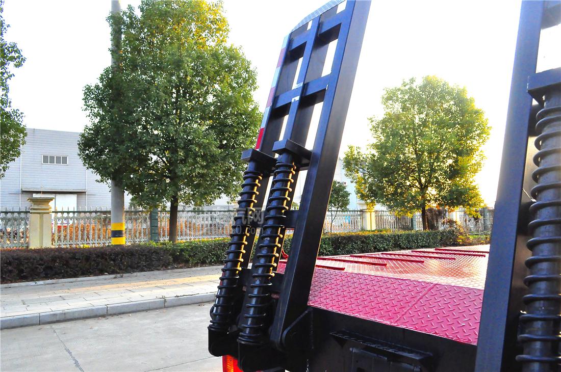 陕汽轩德X6平板运输车爬梯