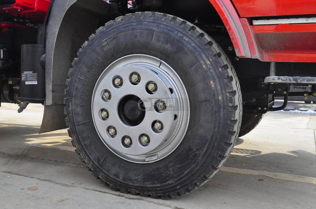 湖北大运风景单桥三一8吨随车吊轮胎