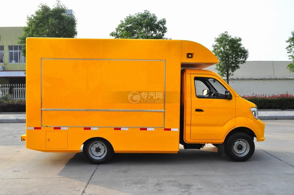 重汽王牌W1售货车(黄色)右侧面图
