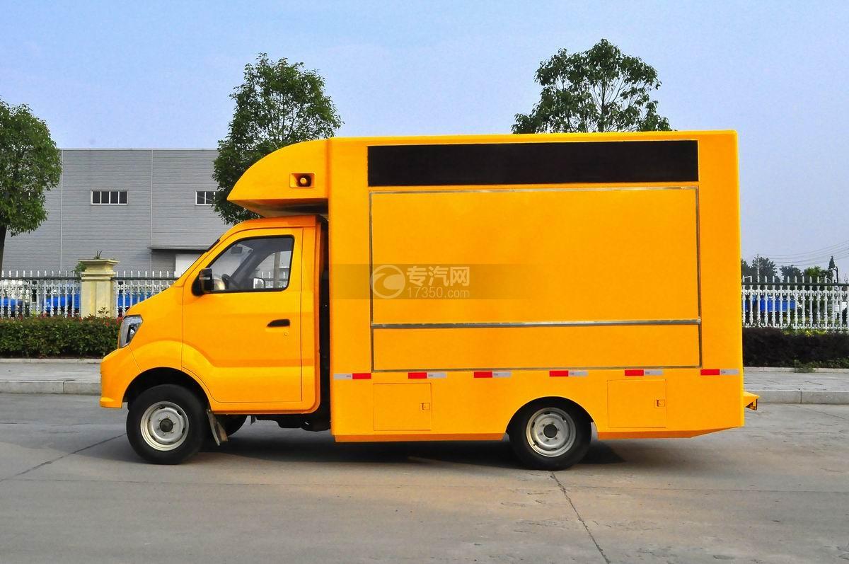重汽王牌W1售货车(黄色)左侧面图