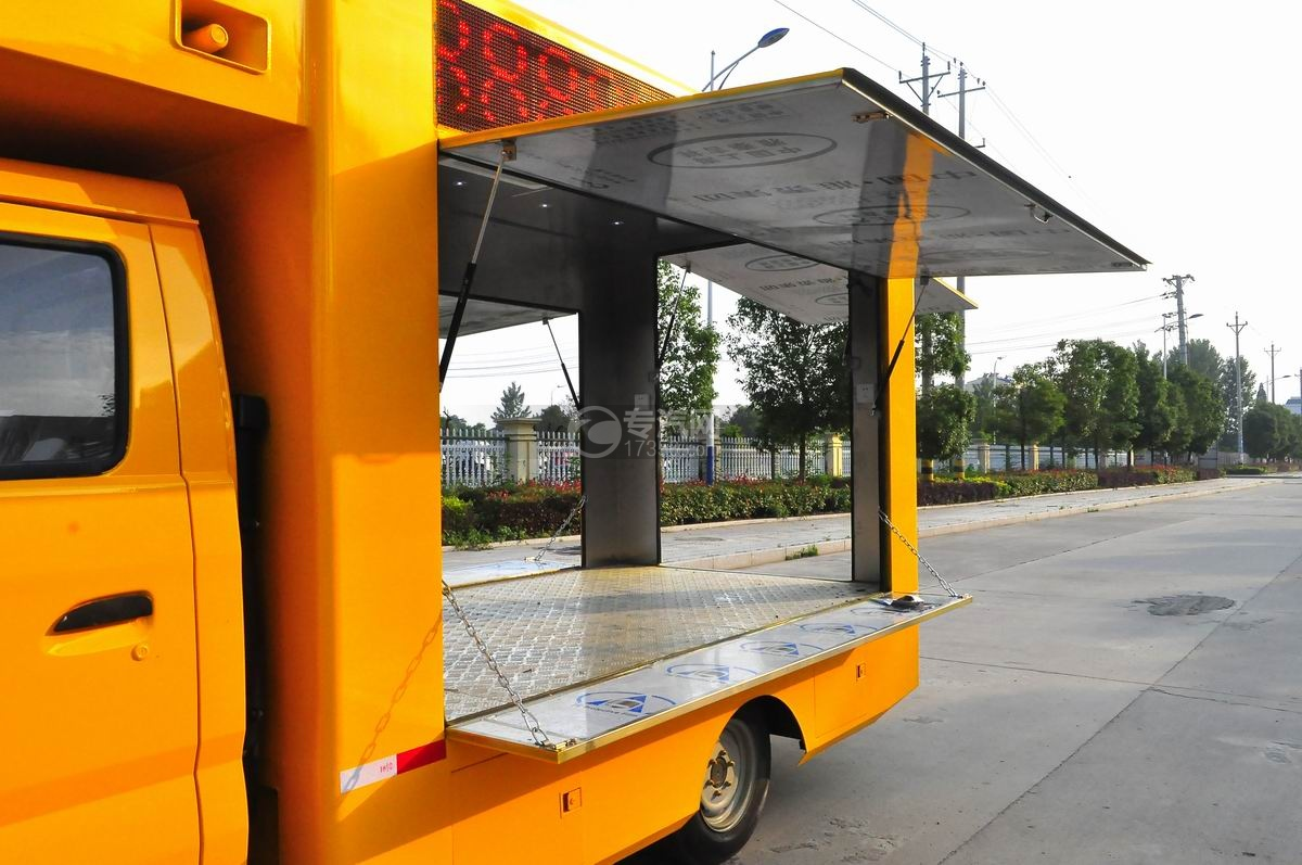 重汽王牌W1售货车(黄色)侧面展开1