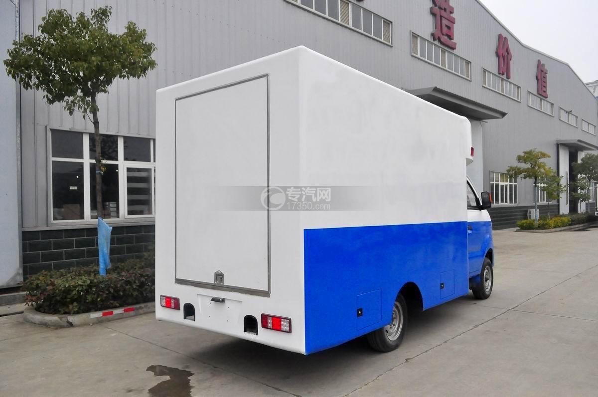 重汽王牌W1餐車售貨車(藍白)右后45°圖