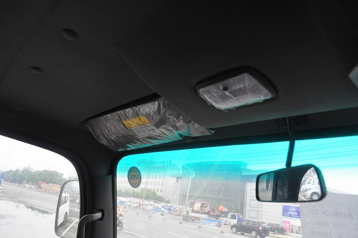 大运奥普力蓝牌单排冷藏车遮阳板与中央后视镜