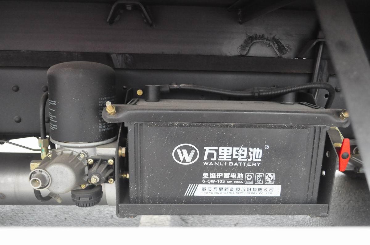 大运奥普力蓝牌单排冷藏车蓄电池
