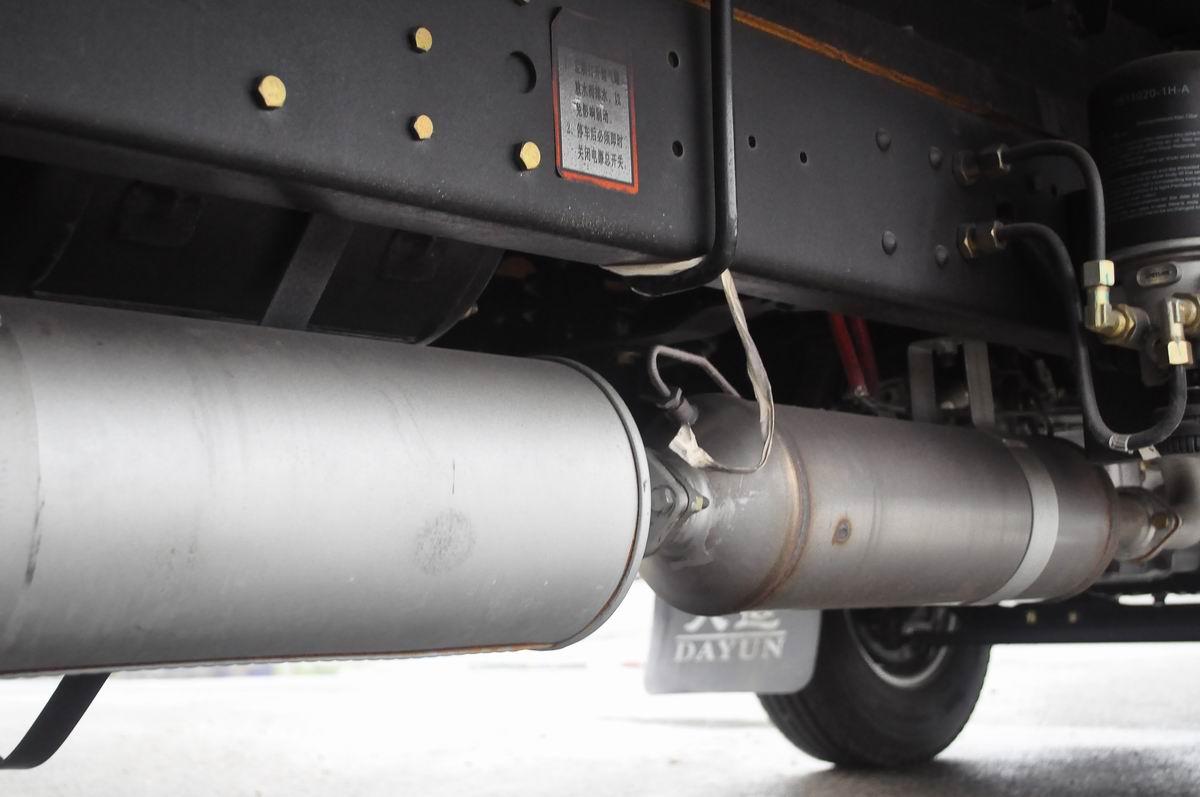 大运奥普力蓝牌单排冷藏车尾气排放装置