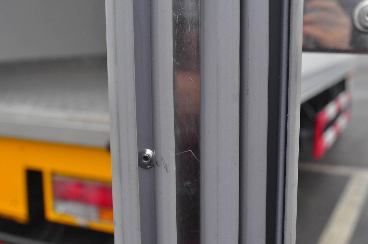 大运奥普力蓝牌单排冷藏车车门厚
