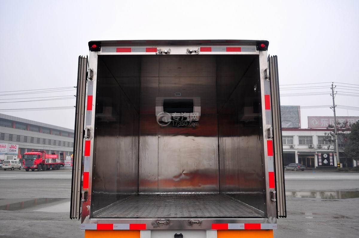 成都重汽王牌W1冷藏车车厢内部