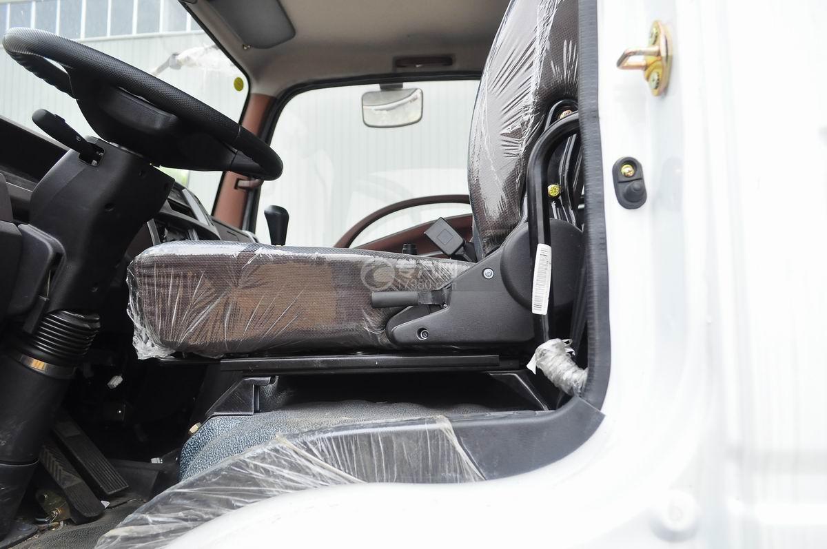 重汽王牌混凝土搅拌车驾驶座椅