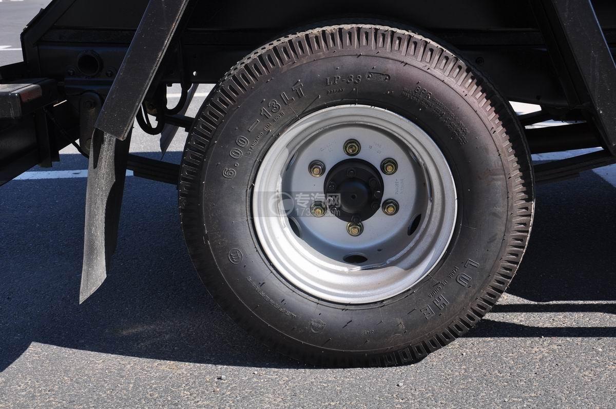 东风凯马车厢可卸式垃圾车轮胎