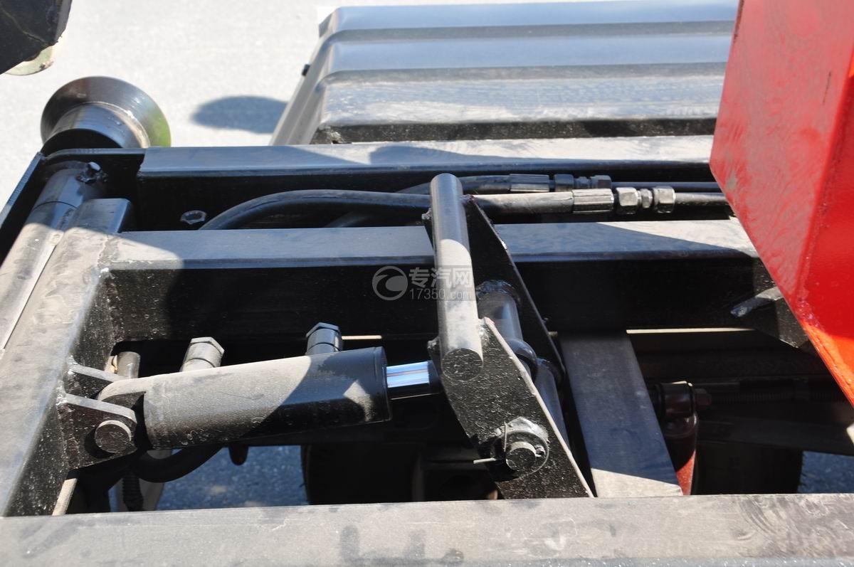 东风凯马车厢可卸式垃圾车滑动导轨