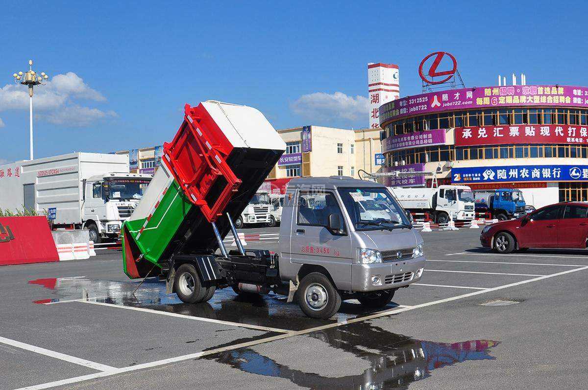 东风凯马3方自装卸式垃圾车图片