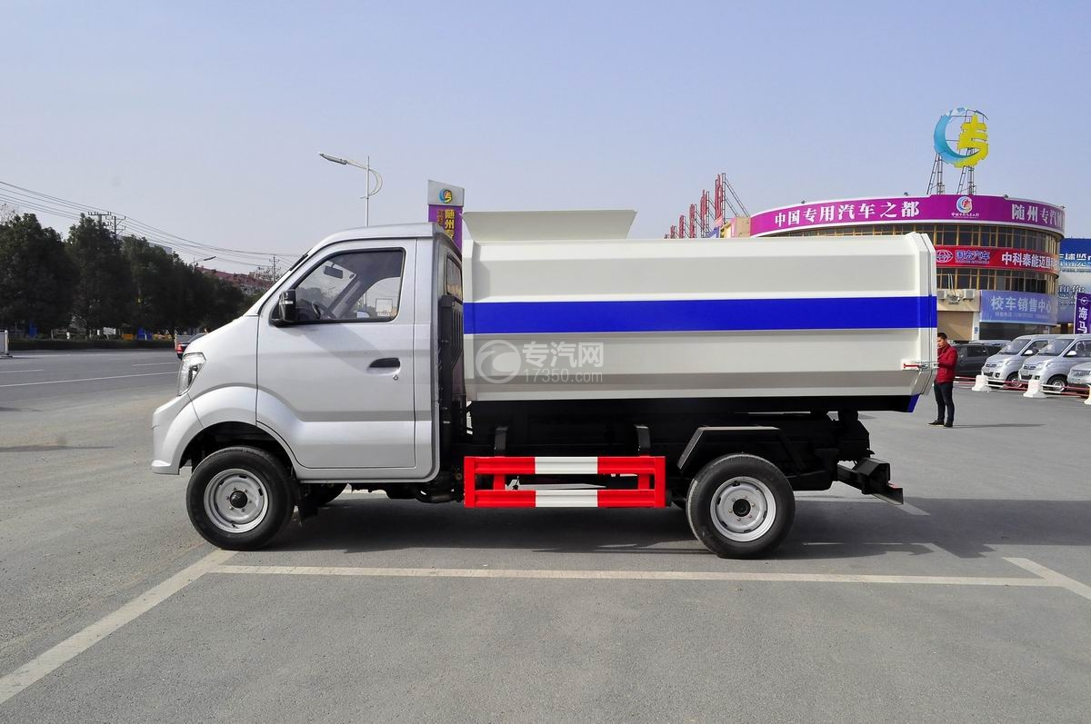 重汽王牌W1自装卸式垃圾车左侧图