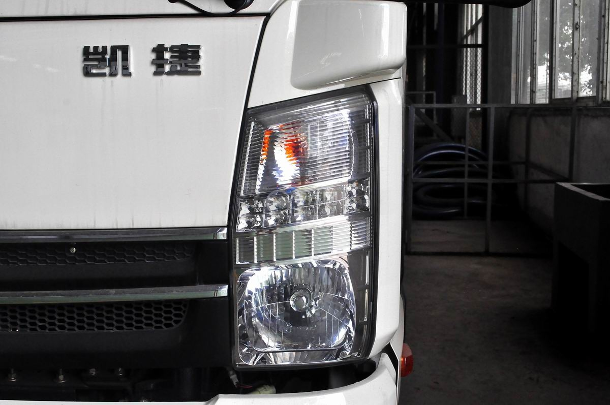 凯马凯捷5-6方自装卸式垃圾车大灯