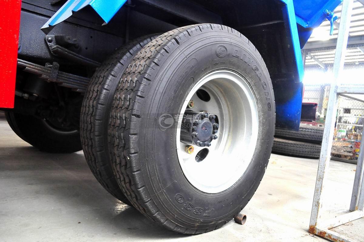 凯马凯捷5-6方自装卸式垃圾车轮胎