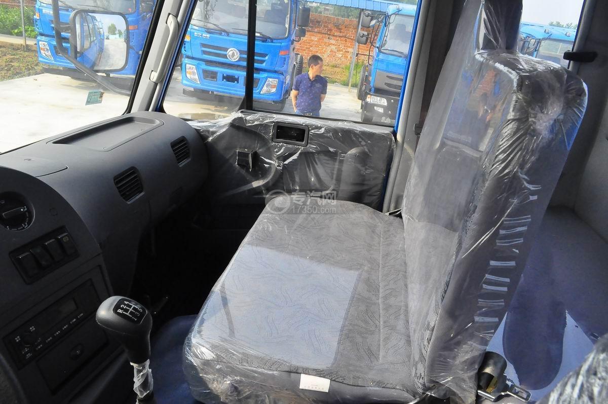 东风平头牵引教练车副驾驶座椅