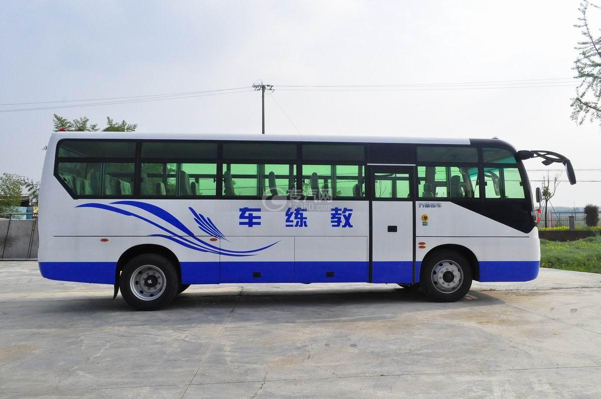 齐鲁23座客车教练车侧面图2