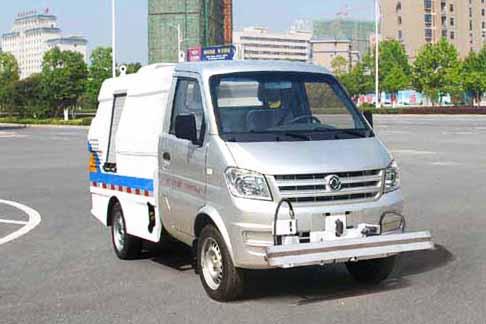 东风路面养护车