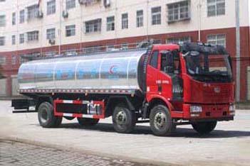 解放小三轴15.3m³鲜奶运输车