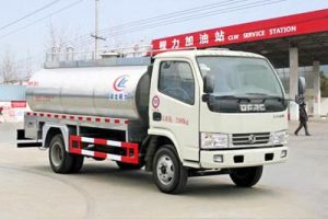 东风小多利卡3.39m³鲜奶运输车