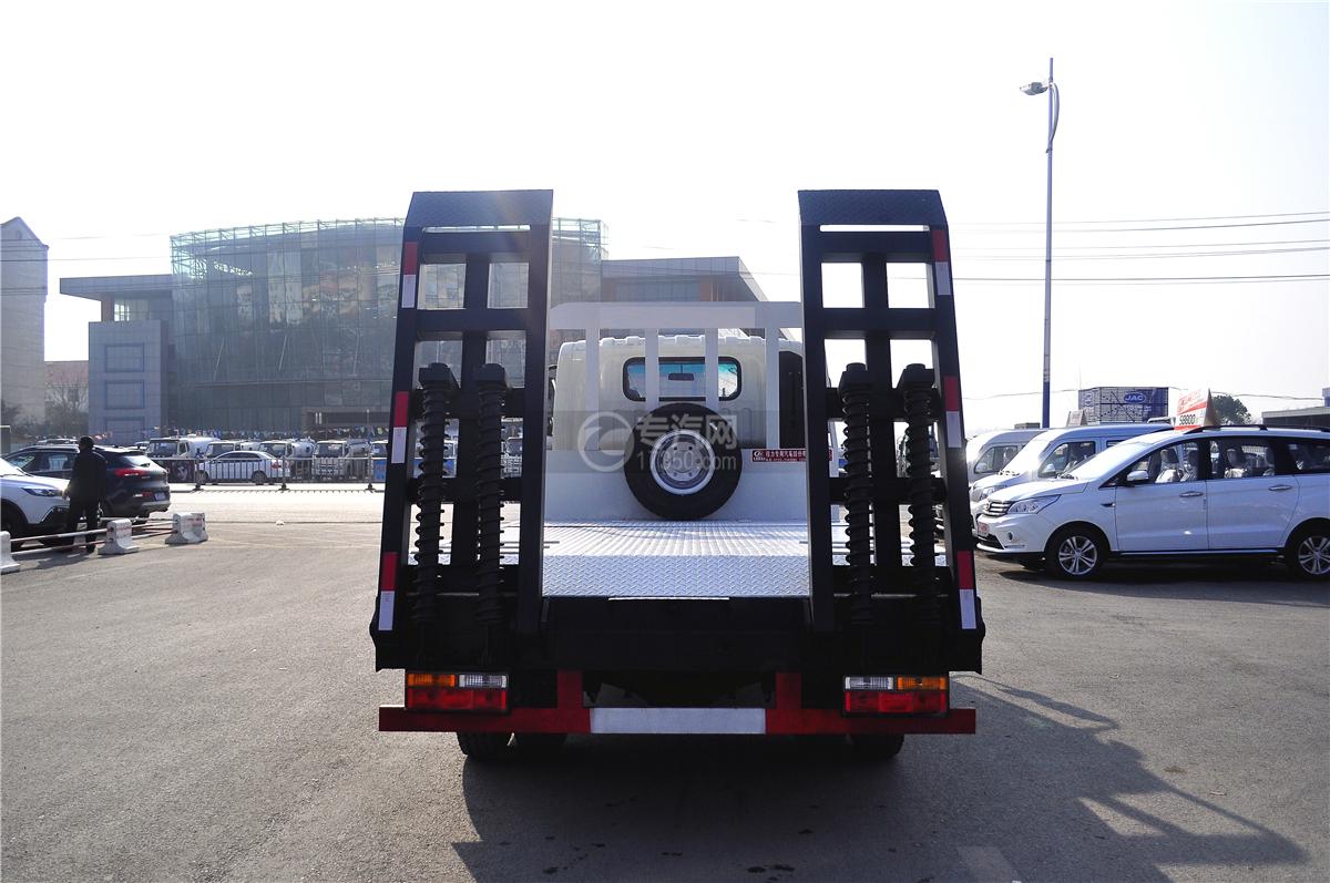大运奥普力平板运输车带伸缩板后方