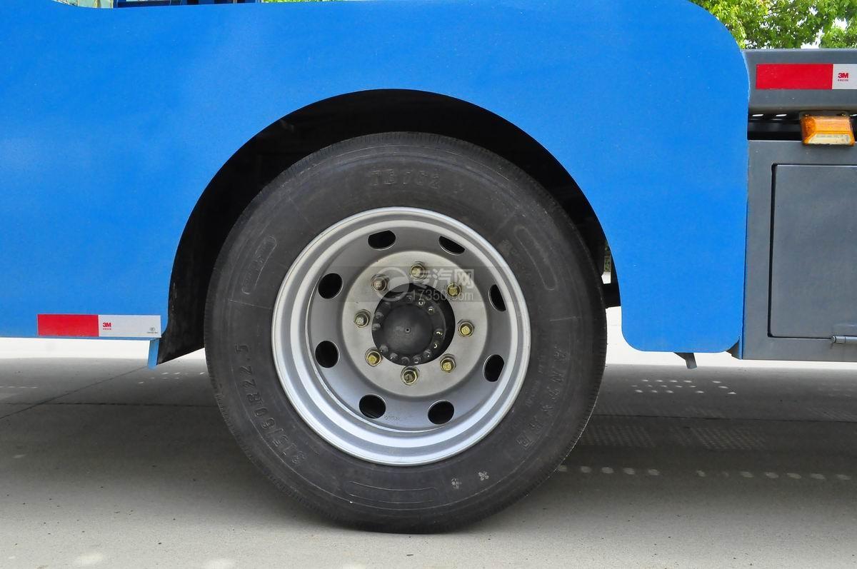陕汽X6单桥轿运车轮胎