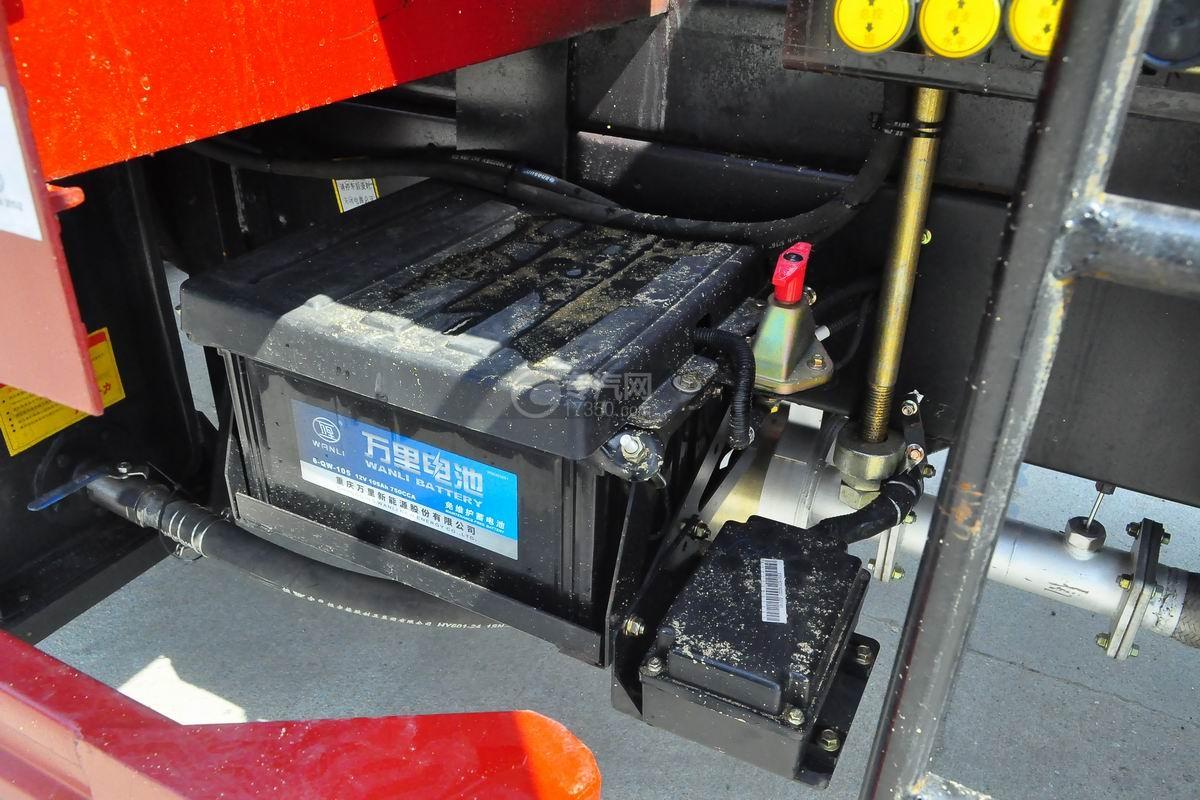 大运奥普力排半3.2吨直臂随车吊电池