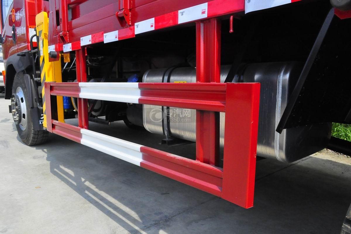 大运奥普力排半3.2吨直臂随车吊侧防护栏