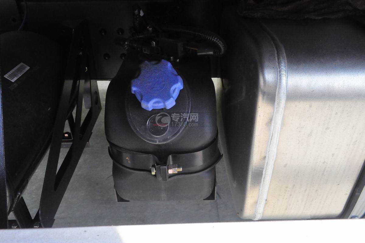 大运奥普力排半3.2吨直臂随车吊尿素罐
