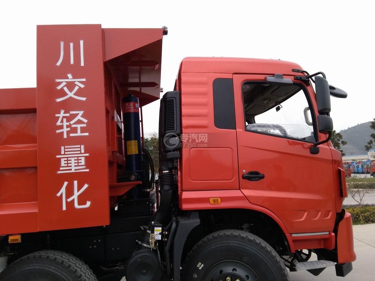 川交CJ3310D5FB前四后八自卸车车厢局部