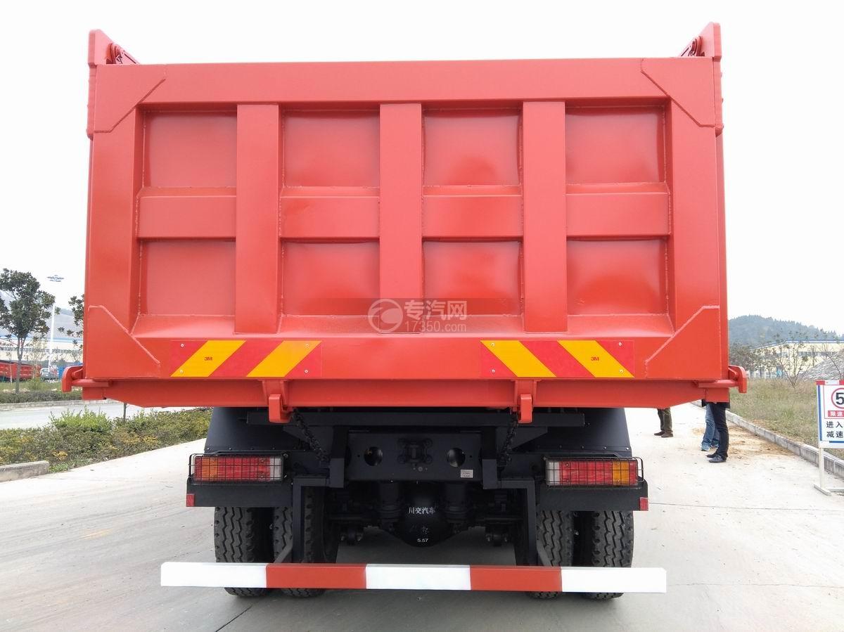 川交CJ3310D5FB前四后八自卸车车厢后部