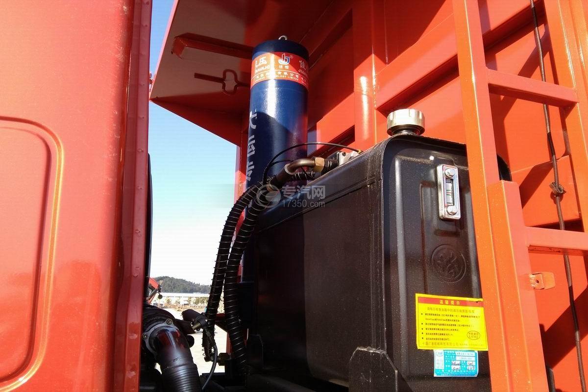 川交CJ3310D5FB前四后八自卸车水箱